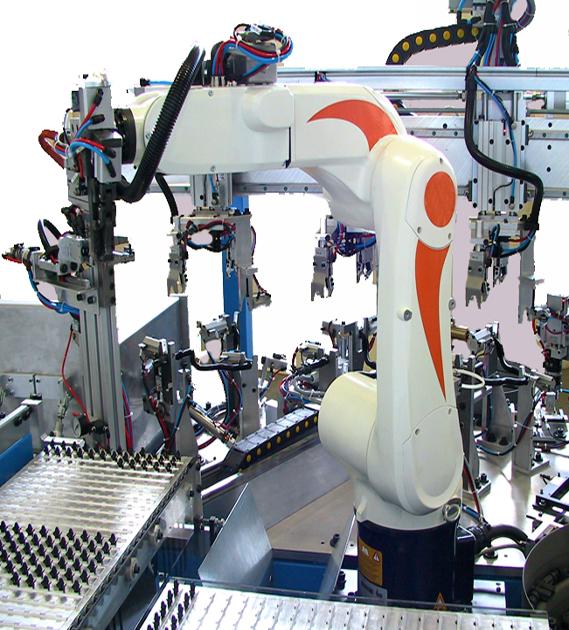 MASCHINEN MIT ROBOTER